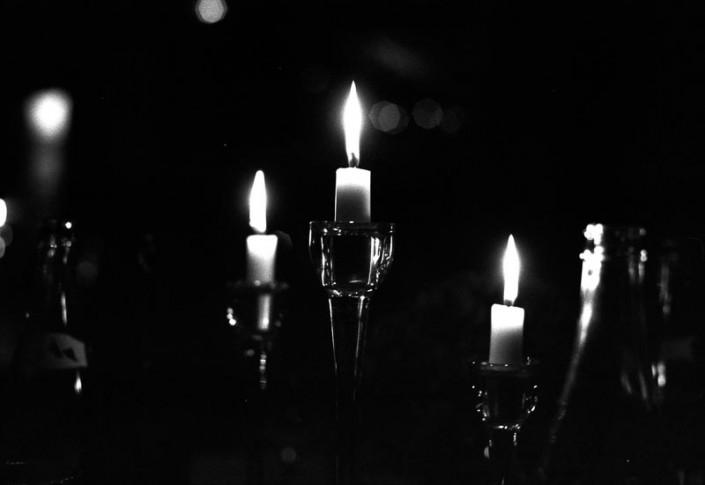 Pellicule noir et blanc - appareil photo argentique- bougies clair obscur